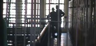 <!--:fa-->تحقیر جنسی همجنسگرایان توسط ماموران در ایران<!--:-->