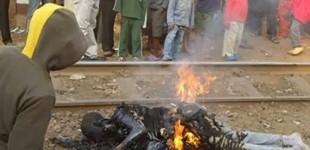 <!--:fa-->یک مرد همجنسگرا چند روز پس از تصویب قانون ضد همجنسگرایی در اوگاندا در ملاء عام سوزانده شد<!--:-->