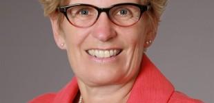 <!--:fa-->درباره ی کاتلین وین، اولین نخست وزیر زن همجنسگرای انتاریو<!--:-->