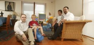 تحقیقات در استرالیا نشان می دهد سرپرستان همجنسگرا و ترنس فرزندان سالم تری پرورش می دهند