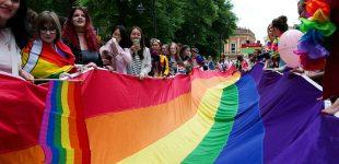 """دولت بریتانیا متعهد شد به """"معالجه"""" همجنسگرایی پایان دهد"""